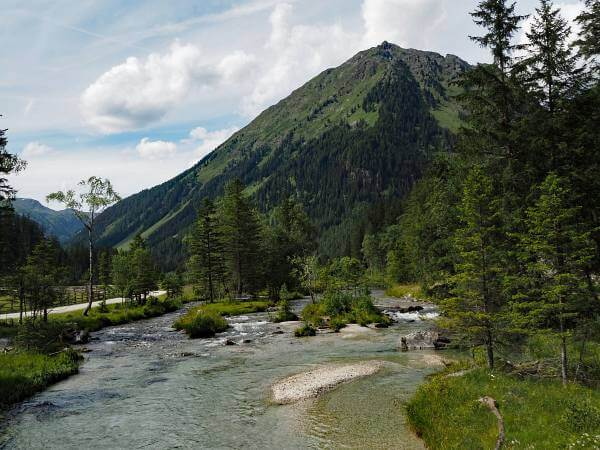 MTB Transalp Tauerngold, Abfahrt am Bach entlang