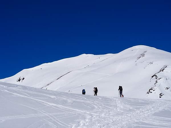Mit Schneeschuhen auf dem Weg zum Äußeren Nockenkopf am Reschensee