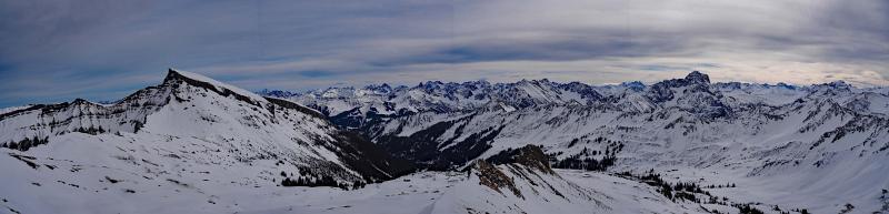 Hählekopf, Schneeschuhwandern in den Allgäuer Alpen. Panorama mit Hohem Ifen.
