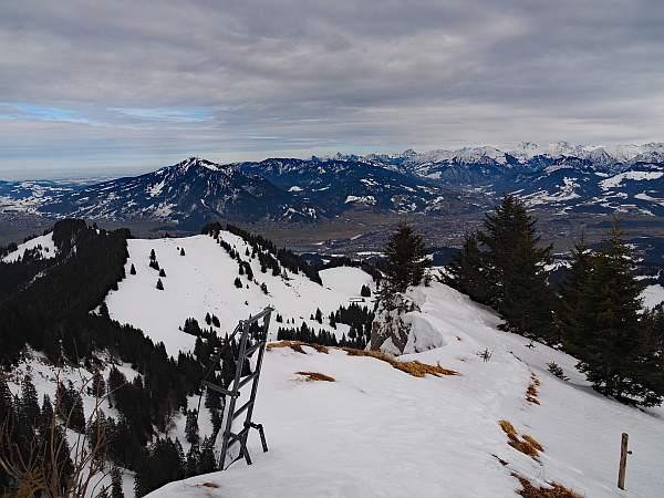Steineberg, Schneeschuhtour. Leiter am Gipfel.