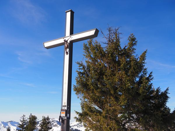 Schneeschuhwanderung zum Rangiswanger Horn bei Gunzesried, Gipfelkreuz Großer Ochsenkopf