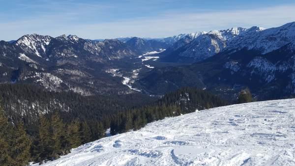 Scheinberg, Schneeschuhwandern im Winter, Ausblick Richtung Osten.