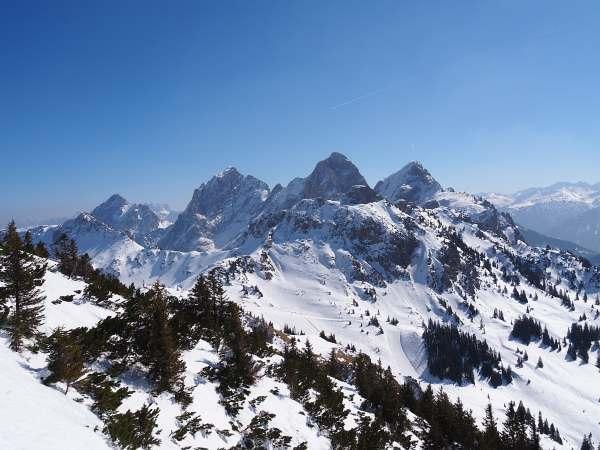 Ausblick zu den Bergen der Tannheimer Gruppe